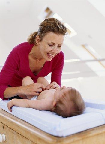 Curar el ombligo del bebé