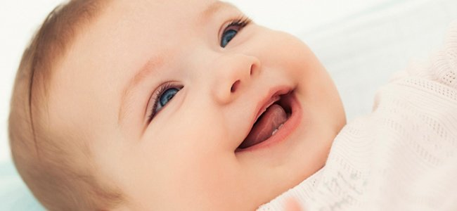 Sonrisa y risa de los bebés