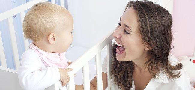Hablar con el bebé con tono agudo