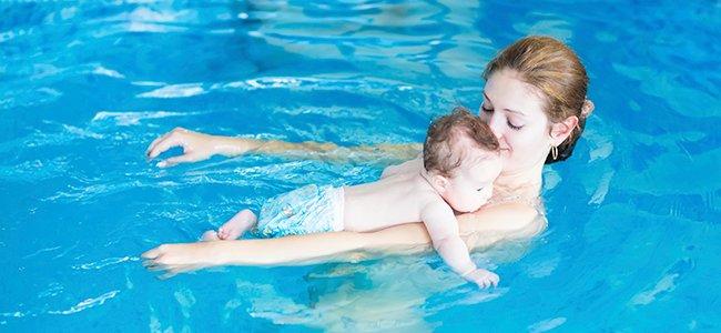 Clases de natación para bebés en vídeo