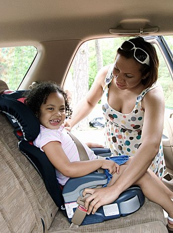 Ni os de 8 a os deben seguir usando sillas de seguridad en for Silla para auto 8 anos