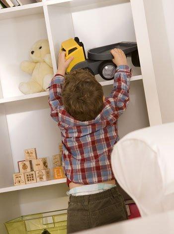 Enseñar a los niños a recoger y organizar sus juguetes