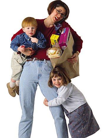 Tras el divorcio de los padres la madre asume el papel del padre