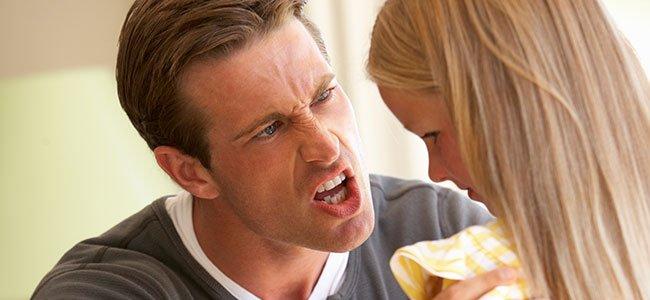 Padre que grita a su hija