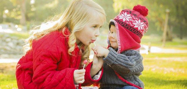 Cuando enseñar a los niños a compartir