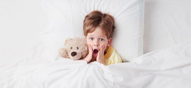 Niño grita de miedo