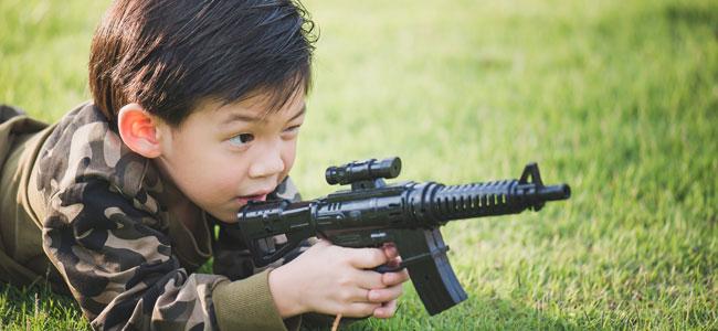 Las armas de fuego ¿defiende a los niños o los matan?