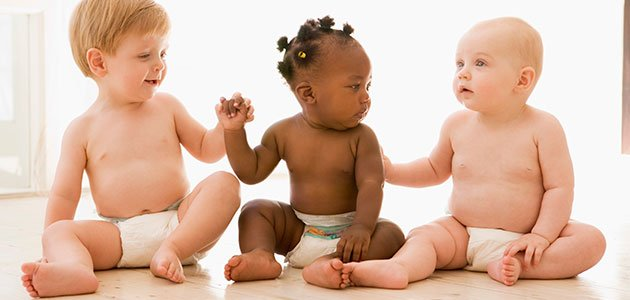 Niños de distinta raza