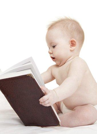 bebe-leyendo