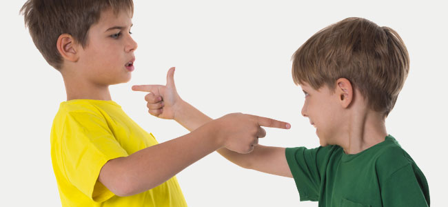 Enseñar al niño a defenderse sin usar la violencia