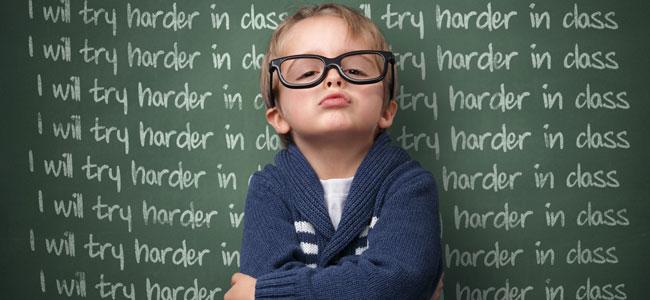 El error de castigar al niño a escribir algo muchas veces