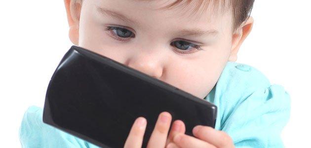 Image result for Los bebés usan celulares antes de aprender a hablar