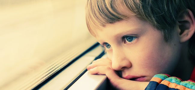 Niño pensativo
