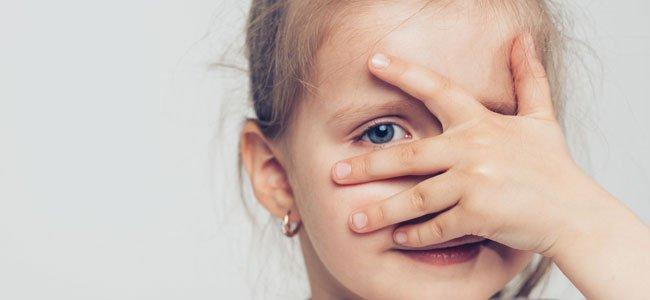 Niño Asustado Gritando: Enseñar A Los Niños A Superar Sus Miedos