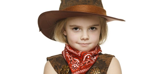 Niña vestida de vaquero