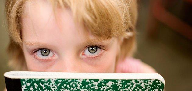Niña ojos verdes