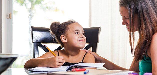niña y profesora particular