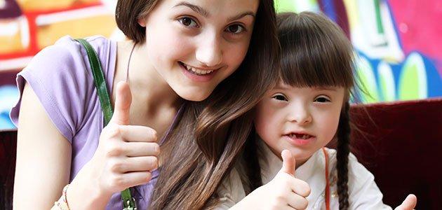 Niña con síndrome de Down en el colegio
