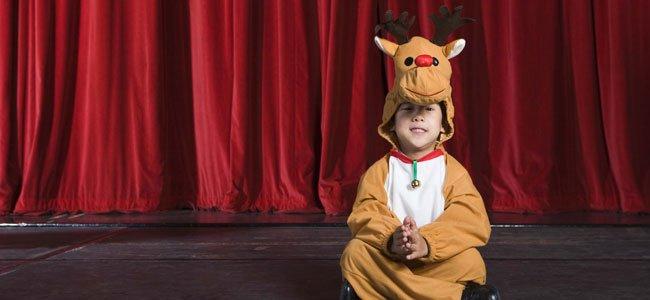 Niño disfrazado de reno