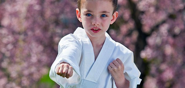 Niño hace judo