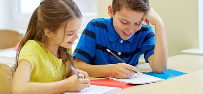 Un juego para enseñar a los niños a escribir una redacción