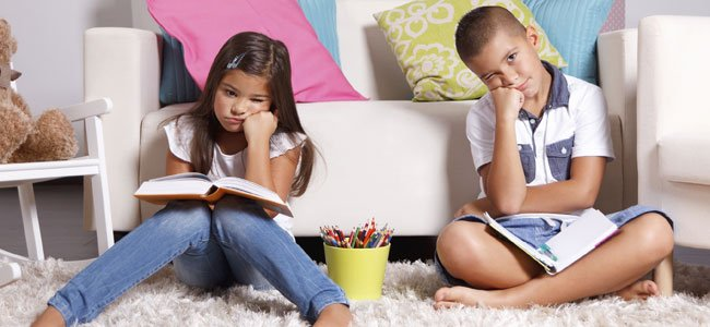 Niños aburridos
