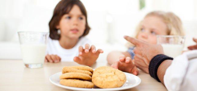 Niños roban galletas