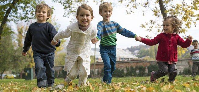 Niños corriendo