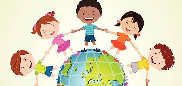 Niños se dan la mano