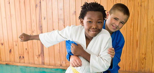 Niños hacen judo