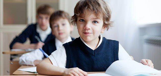 niños con uniforme