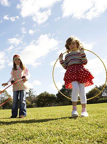 La ropa de los niños en el parque infantil