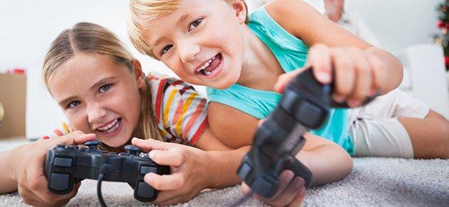 Los niños que abusan de las pantallas sacan peores notas