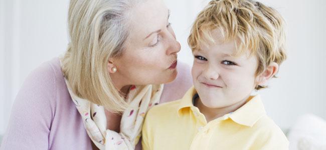 Por qué no obligar a los niños a besar
