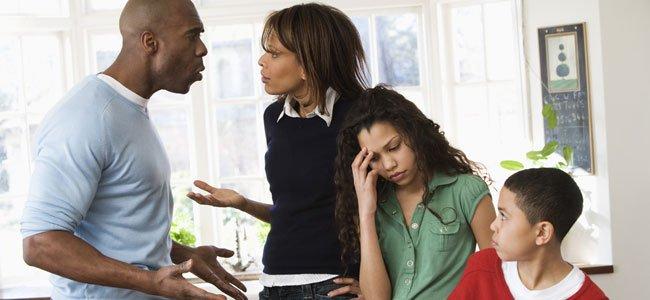 Padres negros discuten