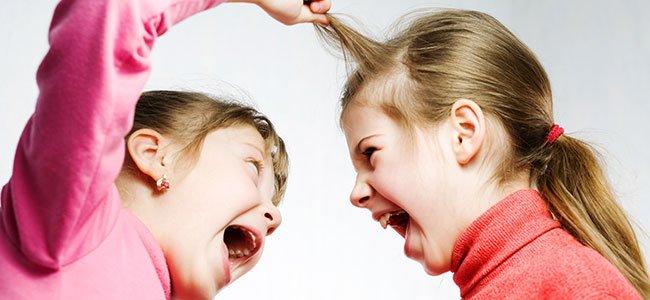 Madre alterada ante peleas infantiles