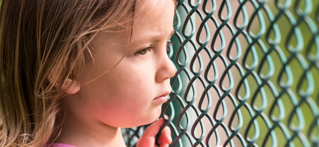 Problemas de los niños en el patio del colegio