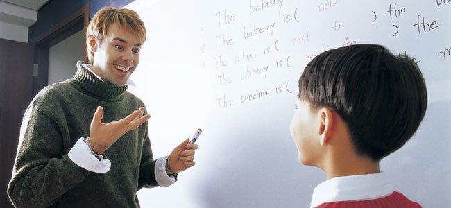 Profesor con niño