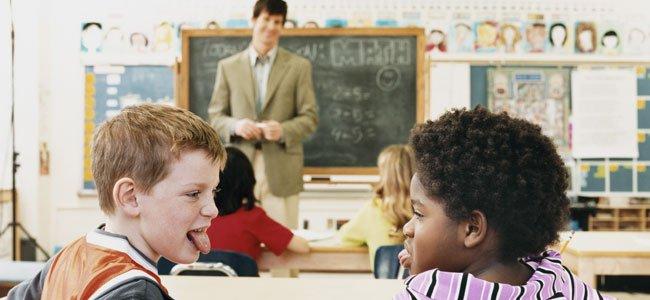 Por qué regañan los maestros a los niños en clase
