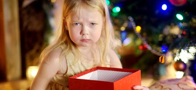 El exceso de regalos de Navidad genera frustración en tu hijo