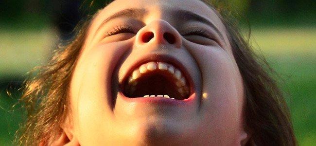 Cómo educar el sentido de humor de los niños