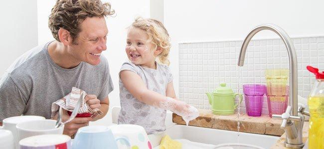 Beneficios de las tareas domésticas para los niños