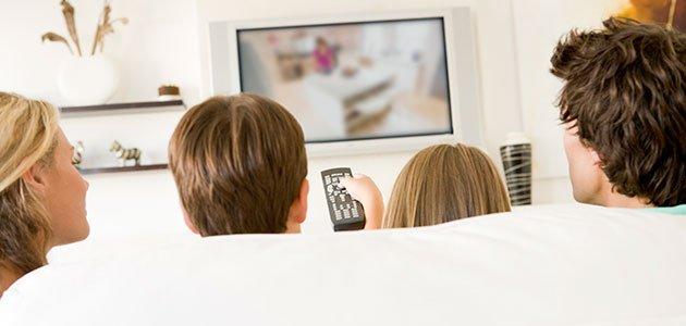 Padres y niños ven la tele
