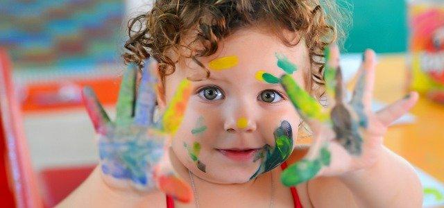 Cómo quitar la pintura de la ropa infantil