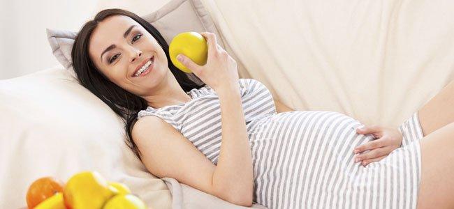 embarazada come manzana