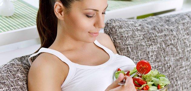 Embarazada come tomate