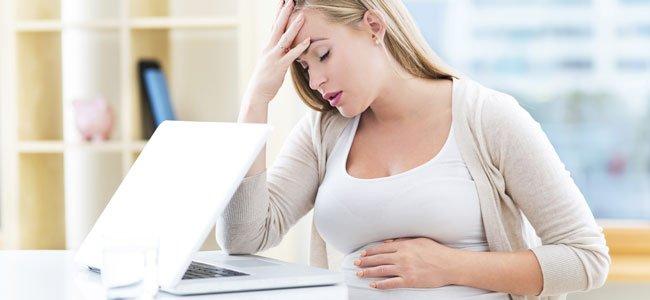 Embarazada con dolor de cabeza