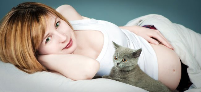Embarazada con gato