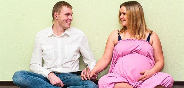 Embarazada gorda con pareja
