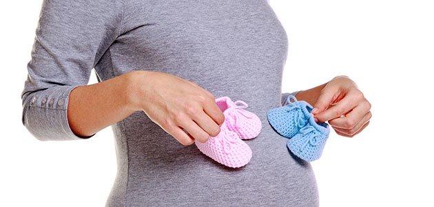 Embarazada con patucos